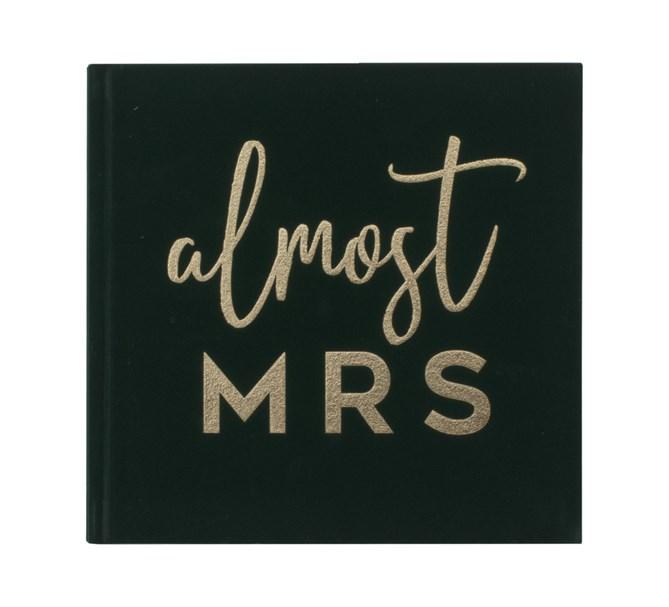 """Gästbok """"almost MRS"""" i grön sammet"""