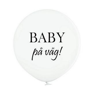 """Jätteballong vit med svart text  """"BABY på väg!"""", 60 cm."""