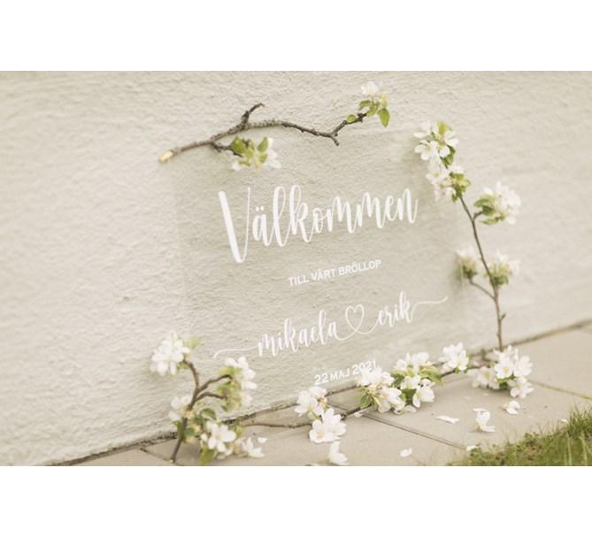 Välkomstskylt i akryl Egen text till Bröllop