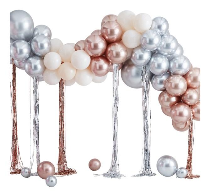Ballongbåge i roséguld och silver med serpentiner, 4 m.