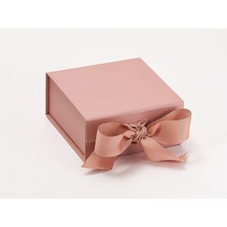 Presentbox med band roséguld 11 x 11,5 x 5 cm