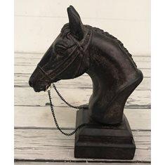 Hästhuvud på sockel