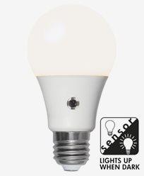 Star Trading Illumination LED Opal med skumringssensor E27 8,5W (60W)