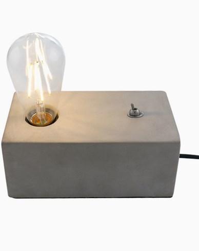 Lighting By Havsö Bordlampe i betong. Maks 40W E27.
