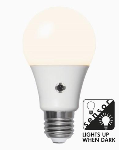 Star Trading  LEDlampa Opal skymningssensor E27 7W/827 (40W)
