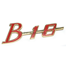 """Emblem """"B18"""" på grill, -1964"""