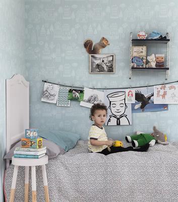 Blå barntapet med hus - Kaspar - Från Sandberg