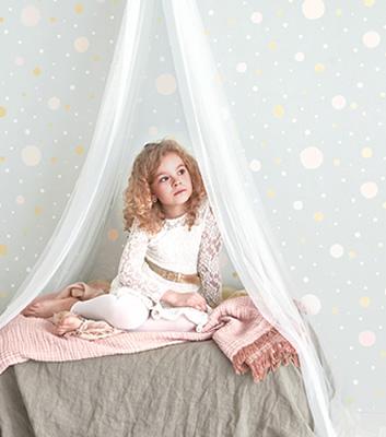 Barntapet med prickar - Confetti - Från Majvillan