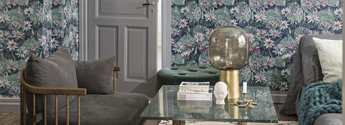 Blå blommig retrotapet - Näckros - Från Engblad & Co