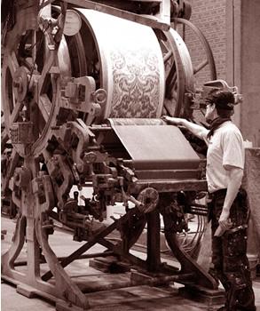Tapetfabrik gammaldags historisk limtryckmaskin