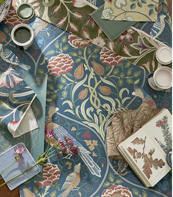 May Morris tapeter och tyger i kollektionen Melsetter från William Morris & co