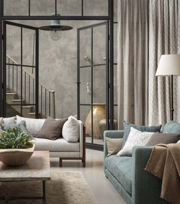 Modernt kontor med textilier, solskydd och ljuddämpade gardiner