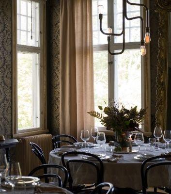 Inreda restauranger med textilier, mattor och tapeter