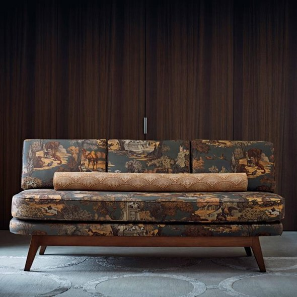 Cole & Son Versailles Grand, Ginger on Charcoal Tyg