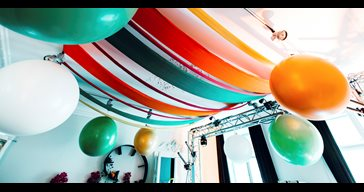 Balloon setup including staff