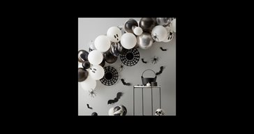 Black and white Halloween balloon arch